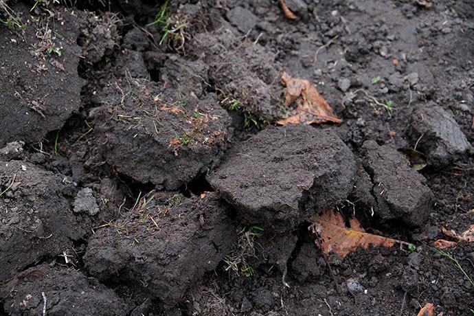 Sammen tråd jord lægges til side og køres ud.