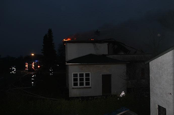 En god time efter at Lolland Falsters brandvæsen var ankommet, var flammerne nedkæmpet, men ikke branden