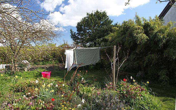Tøj til tørre i haven