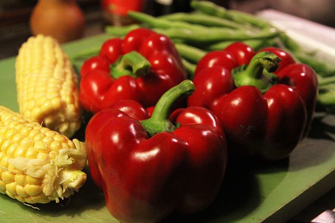 Peberfrugter, majs og bønner.