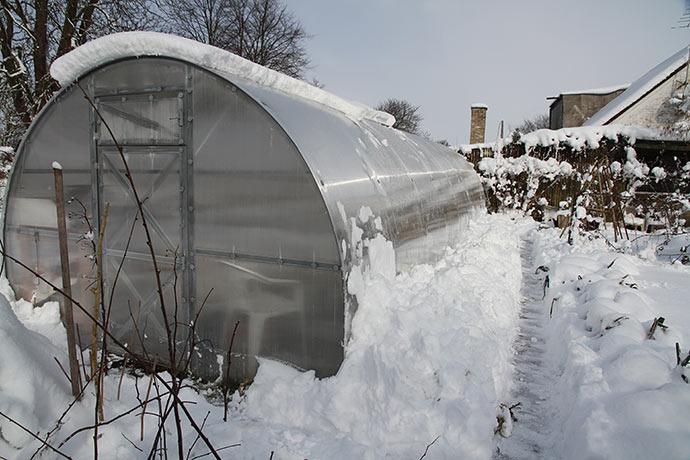 I løbet af formiddagen var det meste af sneen skredet ned ad drivtunnelens sider.