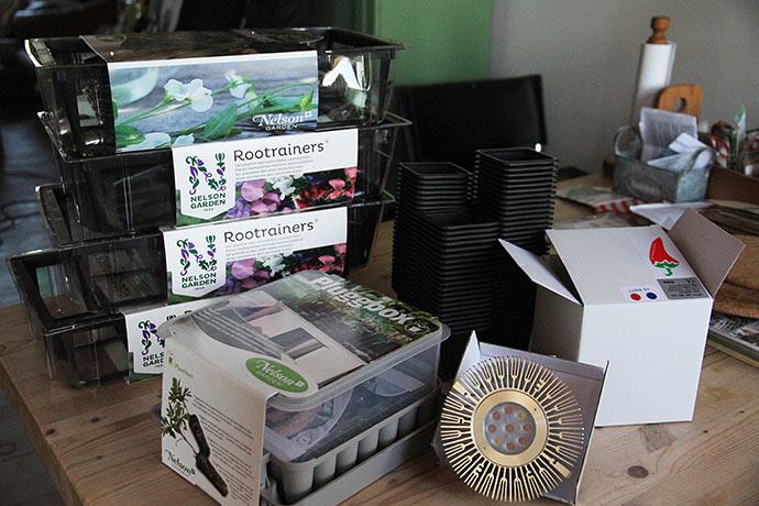 Dagens pakke fra Bjarnes frø og planter indeholdt diverse havegrej.