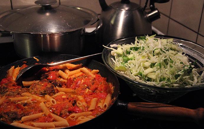 Hurtig mad på 25 minutter - med alt godt fra haven.